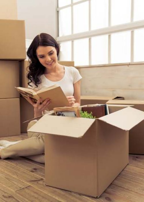 young-woman-moving-WAPSZRB-1.jpg